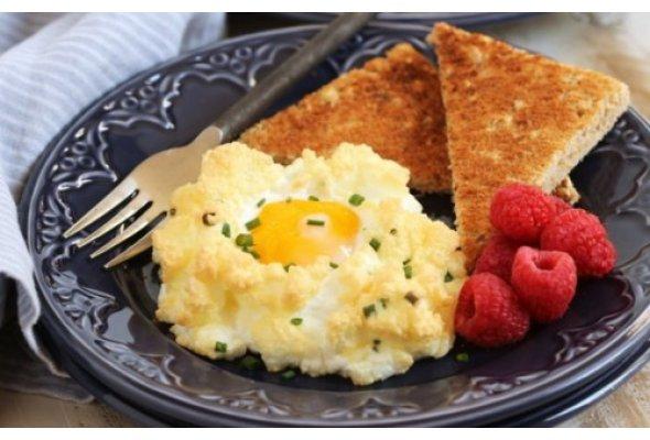 """""""Облако"""" на завтрак — оригинальный рецепт из яйца и сыра"""