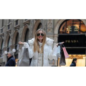 Розпродаж жіночого одягу в Україні: переваги та особливості