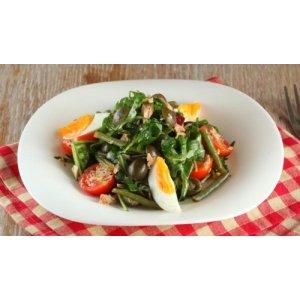 Салат із тунця з помідорами і зеленою квасолею