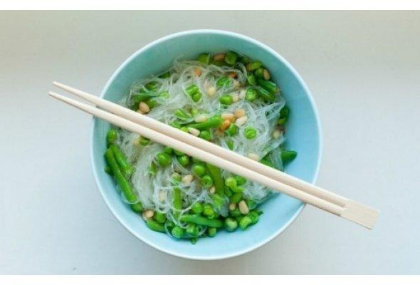 Стеклянная (рисовая) лапша с зеленым горошком