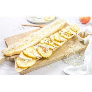 Тартин — французский бутерброд с нежным сыром бри и яблоками