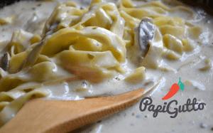 Паста (спагеті) з грибами в ніжному вершковому соусі 9