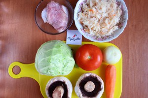Тушеная капуста с мясом и грибами 1