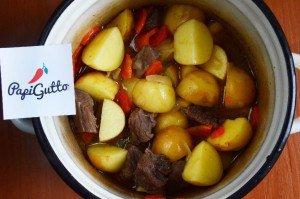 Молода картопля, тушкована з яловичиною 10