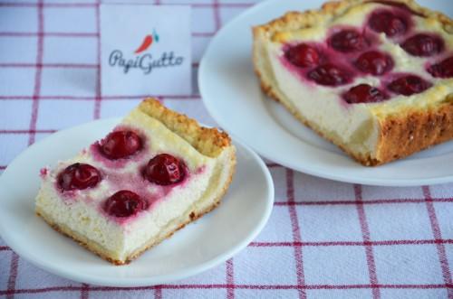 Сирний пиріг із вишнею