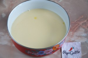 Омлет с молоком на сковороде 5