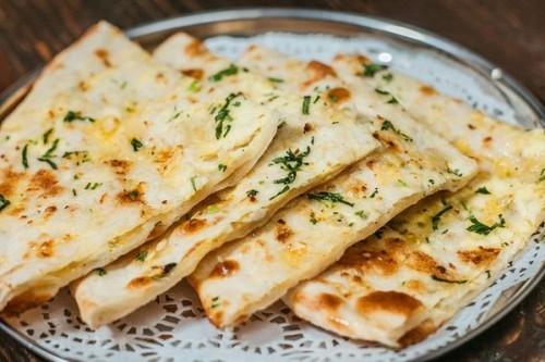 Індійська паратха з начинкою з картоплі