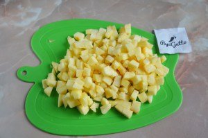 Пирог на кефире с яблоками 6