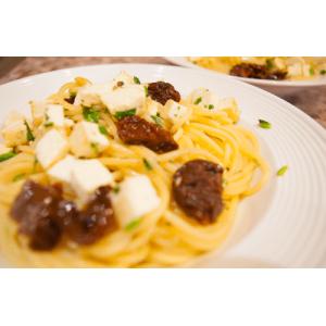 Паста с вялеными томатами и адыгейским сыром