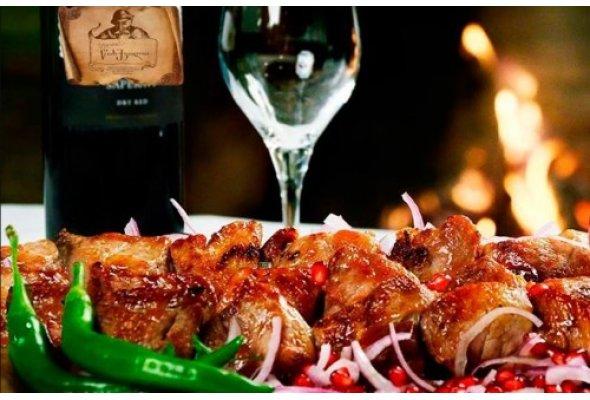 Шашлик зі свинини, замаринований у шампанському
