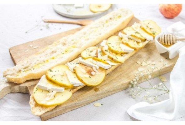 Тартини – французький бутерброд з ніжним сиром брі та яблуками