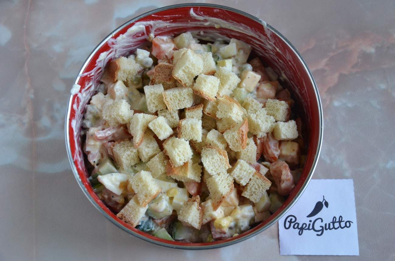 Салат с сухариками 10