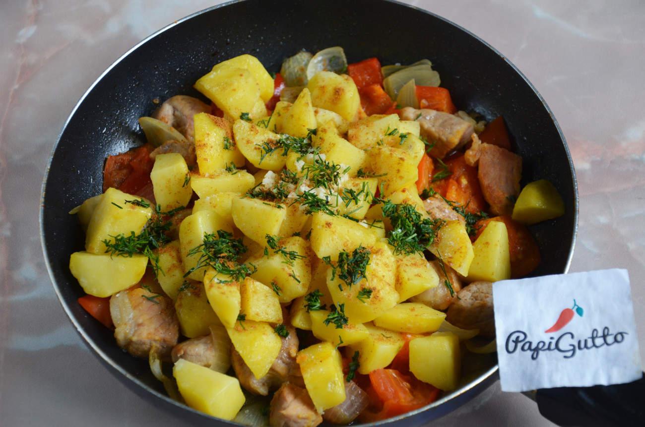 жареная картошка с мясом на сковороде картинки поделитесь своей историей