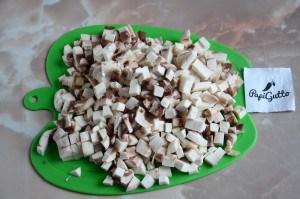 Рулетики из куриного филе с грибами 3