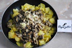 Смажена картопля з грибами 8